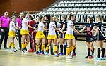 Almere - Zaalhockey Amsterdam-Den Bosch (v)  .  shake hands sportiviteit, hand geven, sportief .TopsportCentrum Almere.    COPYRIGHT KOEN SUYK
