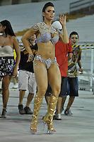 SÃO PAULO, SP, 05 DE FEVEREIRO DE 2012 - ENSAIO ACADÊMICOS DO TUCURUVI - Gracielle Carvalho, vice do Miss Bumbum durante ensaio técnico da Escola de Samba Acadêmicos do Tucuruvi na preparação para o Carnaval 2012. O ensaio foi realizado na noite deste domingo (05) no Sambódromo do Anhembi, zona norte da cidade. FOTO: LEVI BIANCO - NEWS FREE
