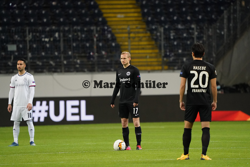 Anstoss Sebastian Rode (Eintracht Frankfurt) in der leeren Arena - 12.03.2020: Eintracht Frankfurt vs. FC Basel, UEFA Europa League, Achtelfinale, Commerzbank Arena<br /> DISCLAIMER: DFL regulations prohibit any use of photographs as image sequences and/or quasi-video.