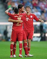 FUSSBALL   1. BUNDESLIGA  SAISON 2011/2012   5. Spieltag FC Bayern Muenchen - SC Freiburg         10.09.2011 JUBEL nach dem Tor Mario Gomez mit Franck Ribery , Thomas Mueller (FC Bayern Muenchen)