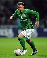 FUSSBALL   1. BUNDESLIGA   SAISON 2011/2012   23. SPIELTAG SV Werder Bremen - 1. FC Nuernberg                   25.02.2012 Philipp Bargfrede (SV Werder Bremen) Einzelaktion am Ball