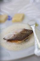 """Europe/France/Rhône-Alpes/69/Rhône/Tarare: Filet de féra à l'huile de noisette  recette de Jean Brouilly   Chef du Restaurant """"Jean Brouilly"""""""