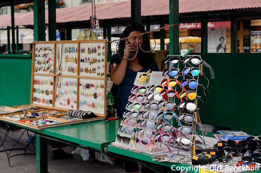 Flohmarkt beim Plac Nowy in Krakau-Kazimierzin Krakau-Kazimierz, Woiwodschaft Kleinpolen (Wojew&oacute;dztwo małopolskie), Polen, Europa<br />  Flea market at  Plac Nowy in Krakow-Kazimierz, Poland, Europe