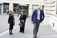 Roma, 13 ottobre 2011.Parlamentari e ministri entrano in Parlamento per l'intervento del presidente Silvio Berlusconi.Nella foto:Guido Crosetto sottosegretario alla difesa