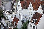 Blick von der Westerkerk auf die verwinkelten Häuser im Jordaan