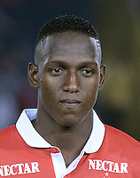 BOGOTÁ -COLOMBIA, 24-01-2014. Yerry Mina jugador de Santa Fe previo al encuentro entre Independiente Santa Fe e Itaguí por la fecha 1 Liga Postobón  I 2014 disputado en el estadio el Campín de la ciudad de Bogotá./ Daniel Torres player of Santa Fe prior a match between Independiente Santa Fe and Itagui for the first date for the Postobon  League I 2014 played at El Campin stadium in Bogotá city. Photo: VizzorImage/ Gabriel Aponte / Staff