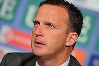VOETBAL: HEERENVEEN: Abe Lenstra Stadion, SC Heerenveen - Vitesse, 21-01-2012, Eindstand 1-1, hoofdtrainer Vitesse John van den Brom, ©foto Martin de Jong