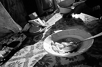 ROMANIA / Maramures / Valeni / December 2002..Afternoon potato soup and homemade bread...© Davin Ellicson / Anzenberger..