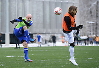 FIFA International beim Home of FIFA 09.01.2017 Legends Game 2017 FIFA Praesident Gianni Infantino (li, Schweiz) am Ball gegen Michel Salgado (Spanien)