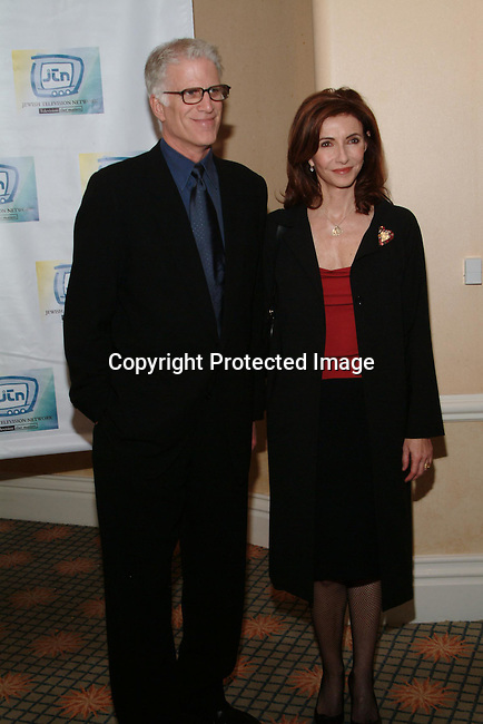 Ted Danson &amp; Mary Steenbbergen<br />Jewish Television Network&rsquo;s 2003 Vision Award Gala honoring Paramount Television Production President Gerry Hart. <br />Beverly Hills Hotel<br />Beverly Hills, CA, USA<br />Thursday, December 11, 2003   <br />Photo By Celebrityvibe.com/Photovibe.com