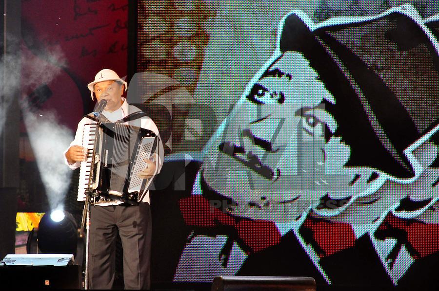 SÃO PAULO, SP, 23 DE JULHO DE 2013 - ARQUIVO - MORTE DOMINGUINHOS - Foto de Arquivo de show do Cantor Dominguinhos   realizado no Parque da Independência em 21/08/2010. O Cantor morreu na noite desta terça feira em São Paulo. FOTO: LEVI BIANCO - BRAZIL PHOTO PRESS