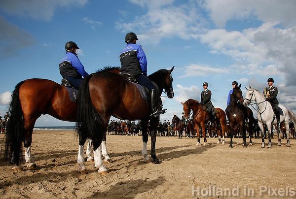 Oefening met paarden en marechaussee op de dag voor Prinsjesdag