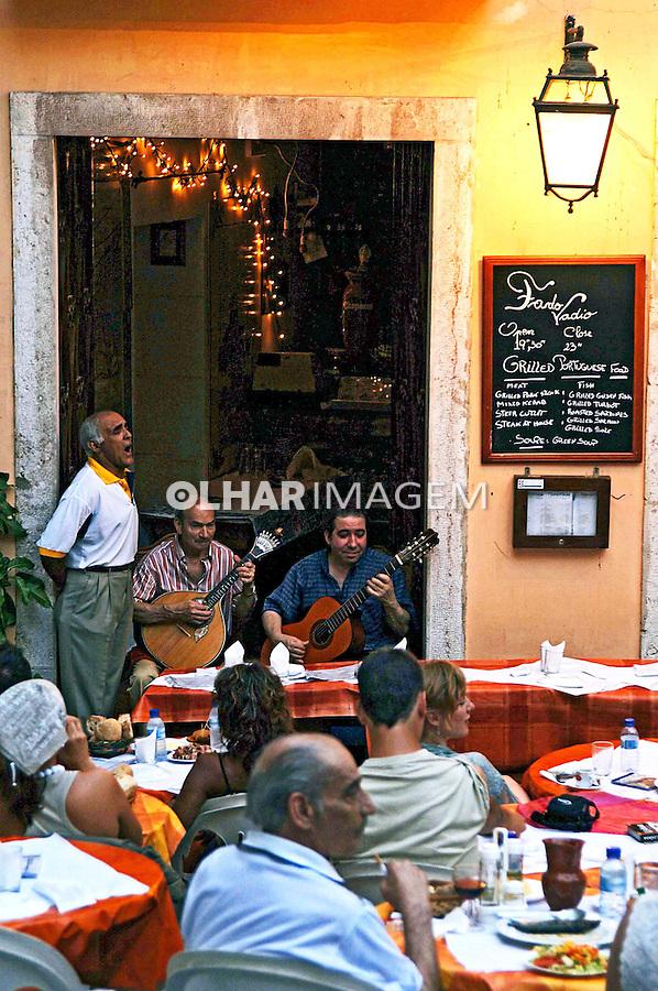 Músicos do Fado Vadio  na Alfama, Lisboa. Portugal. 2005. Foto de Rogério Reis.