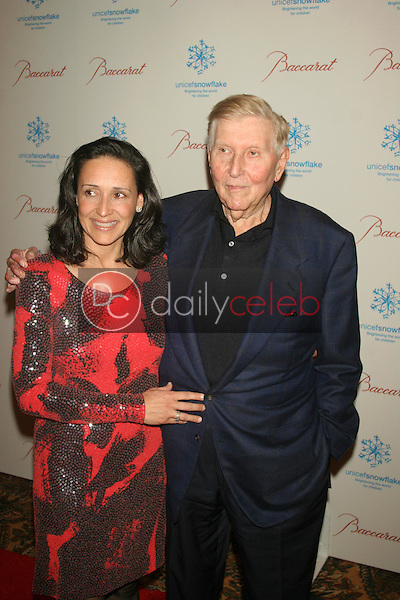 Sumner Redstone and wife Paula<br />at the Baccarat Chandelier Holiday Season Outdoor Display Lighting to benefit Unicef. Regent Beverly Wilshire, Beverly Hills, CA. 11-30-05<br />Dave Edwards/DailyCeleb.com 818-249-4998