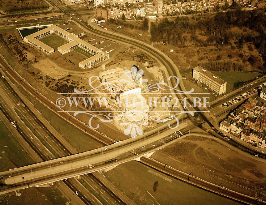 Maart 1972. De bouw van het Wezembergzwembad in Antwerpen.