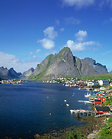 Norwegen, Nordland, Lofoten, Reine: Fischerdorf | Norway, Nordland, Lofoten Islands, Reine: fishing village