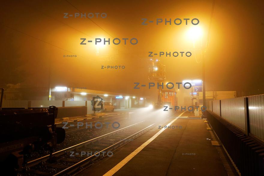Aufbau und Montage einer Signalbruecke und ZKE Anlage beim Bahnhof Steinen SZ am 21. November 2011.Copyright © Zvonimir Pisonic SBB CFF FFS