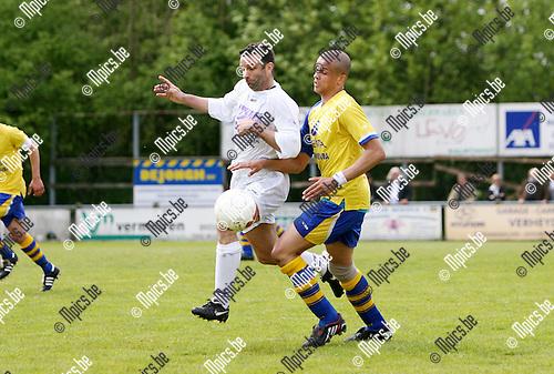 2010-05-16 / Seizoen 2009-2010 / Voetbal / Gooreind - Wuustwezel / Duel tussen Francis Severeyns  van Gooreind en Ode Leroy van Wuustwezel..Foto: mpics