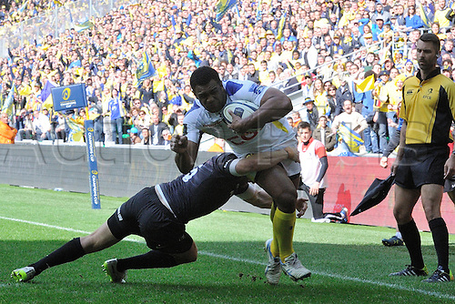 18.04.2015. Clermont-Ferrand, Auvergne, France. Champions Cup rugby semi-final between ASM Clermont and Saracens.   Naipolioni Nagala (asm) tackled by Alex Goode (saracens)