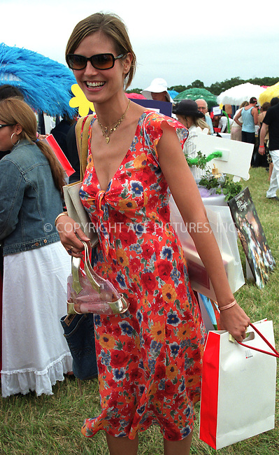 "Heidi Klum carries shopping bags at the Fifth Annual ""Super Saturday"" designer sale and family event to benefit the ovarian cancer research fund. Water Mill, Long Island. July 27, 2002. Please byline: Alecsey Boldeskul/NY Photo Press.   ..*PAY-PER-USE*      ....NY Photo Press:  ..phone (646) 267-6913;   ..e-mail: info@nyphotopress.com"