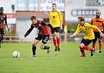 2015-10-25 / Voetbal / Seizoen 2015-2016 / VC Herentals - Groen Rood Ketelijne / Bert De Winter (r.) probeert Maxim Put van GR Katelijne bij te benen.<br /><br />Foto: Mpics.be