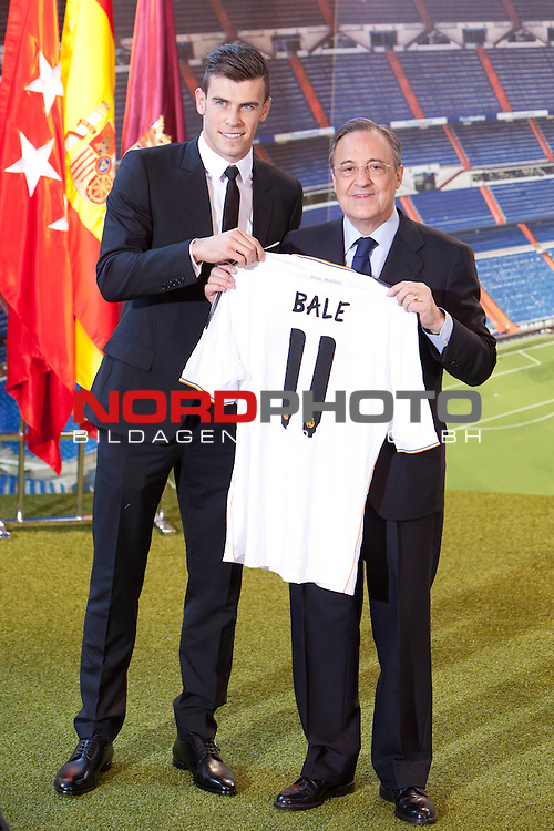 President of Real Madrid Florentino Perez and Gareth Bale during the official presentation as new player of Real Madrid football club in Santiago bernabeu Stadium in Madrid, Spain.. September 02, 2013. Foto © nph / Caro Marin)