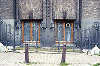 Amsterdam: Scheepvaarthuis. Decorative fence. Photo '87.