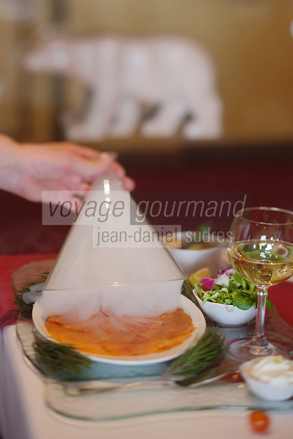 Europe/France/Rhône-Alpes/73/Savoie/Vallée de Belleville/Les Ménuires: Planche de saumon fumé minute avec sa chantilly au wasabi,  recette de Pascal Casali - Hôtel-Restaurant: L'Ours Blanc, à Reberty