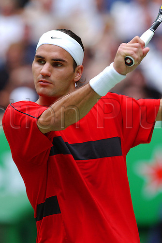 1 February 2004: Swiss tennis player Roger Federer (SUI) plays a forehand during the men's single final against Marat Safin of Russia, Federer beat Safin, 7-6 6-4 6-2. 2004 Australian Open Tennis Championships Men''s Final. Melbourne Park, Australia. Photo: Matthew Impey/ Action Plus...040201 Grand Slam fore hand hands forehands