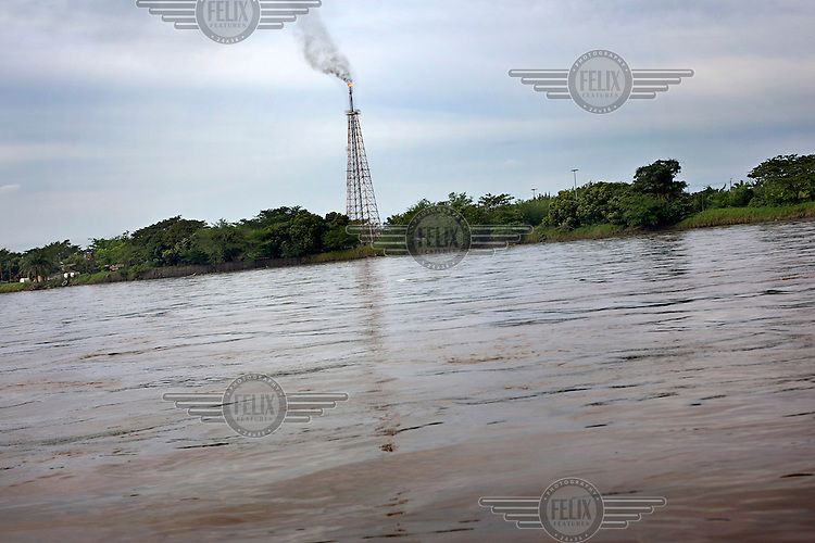 An oil well on the banks of the Magdalena River.