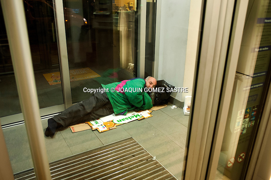 Antonio 58 years of age at the ATM sleeping in Santander (Spain).photo © JOAQUIN GOMEZ SASTRE