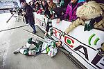 V&auml;ster&aring;s 2014-03-08 Bandy SM-semifinal 4 V&auml;ster&aring;s SK - Hammarby IF :  <br /> V&auml;ster&aring;s Mikael Olsson har &aring;kt in i sargen nedanf&ouml;r publiken n&auml;r han jublade efter matchen <br /> (Foto: Kenta J&ouml;nsson) Nyckelord:  VSK Bajen HIF jubel gl&auml;dje lycka glad happy