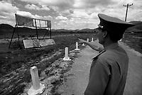 Dong Son / Valle di A-Luoi / confine Laos Vietnam - Conseguenze guerra chimica. Dopo 40 anni dalla fine del conflitto la catastrofe ambientale e sociale è ancora evidente in alcune aree rurali altamente inquinate dalla diossina come la Valle di A-Luoi, ad ovest di Huè, nei pressi della frontiera col Laos.Qui la vita degli abitanti - gruppi minoritari di etnia Pa Co - è molto difficile.Un grande cartello all'entrata del villaggio di Dong Son ricorda il pericolo di contaminazione: vietato coltivare e bere l'acqua dei pozzi.Gli scienziati che studiano gli effetti devastanti della diossina sulla natura e le popolazioni che vivono lungo il 'Sentiero di Ho Chi Minh' hanno coniato un termine: ecocidio.<br /> Foto Livio Senigalliesi.<br /> Dong Son / A-Luoi Valley / Laos - Vietnam border.<br /> Consequenses of the war in Vietnam 40 years later.The environmental and social disaster is still evident in some rural areas highly polluted by dioxine, like the Valley of A-Luoi, west of Huè, close to the border with Laos. Here the life of the inhabitants, of the ethnic minority Pa Co, is very hard. A large sign at the entrance of the village of Dong Son reminds of the danger of contamination: it is forbidden to cultivate and to drink water from the wells.<br /> Photo Livio Senigalliesi