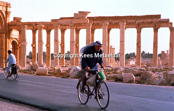 Syria, Palmyra, Oct. 1989..Remains of this ancient city in south-central Syria, 130 miles (210 km) northeast of Damascus. The name Palmyra, meaning &quot;city of palm trees,&quot; was conferred upon the city by its Roman rulers in the 1st century AD.<br /> Photo Kees Metselaar