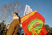- metal workers of IVECO and other industries in the north-west of Milan on strike for renewal of working contract....- gli operai metalmeccanici dell'IVECO e di altre industrie della zona nord-ovest di Milano in sciopero per il rinnovo del contratto di lavoro