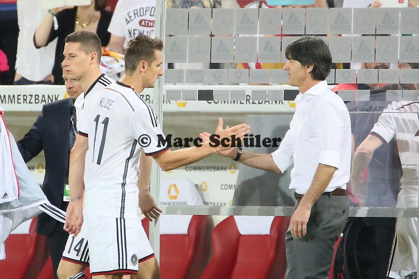 Miroslav Klose und Bundestrainer Joachim Löw (D) - Deutschland vs. Armenien in Mainz