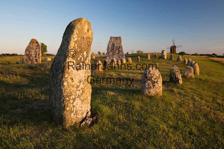 Sweden, Kalmar laen, island Oeland, Gettlinge: Viking stone ship burial ground of Gettlinge and wooden windmill   Schweden, Kalmar laen, Insel Oeland, Gettlinge: das Graeberfeld (Schiffssetzung) Gettlinge (Gettlinge gravfaelt) und eine hoelzerne Windmuehle