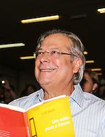 """SAO PAULO, SP, 10 MARÇO 2013 - LANÇAMENTO LIVRO LUIZ DULCI - O ex ministro José Dirceu durante lançamento do livro """"Um Salto para o Futuro"""" do ex ministro Luiz Dulci no Sindicato dos Engenheiros de Sao Paulo, na noite desta segunda-feira, 10. FOTO: VANESSA CARVALHO / BRAZIL PHOTO PRESS)."""