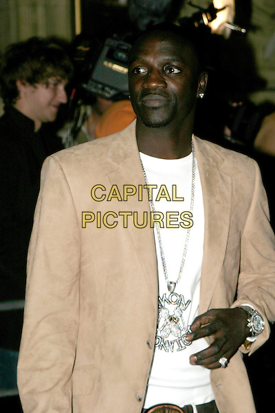 AKON.MOBO Awards 2005. Royal Albert Hall, SW7, London..September 22nd, 2005.half length silver necklace.www.capitalpictures.com.sales@capitalpictures.com.© Capital Pictures.