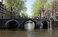 Nederland -  Amsterdam -  april 2019.    Boogbrug bij de Herengracht.    Foto Berlinda van Dam / Hollandse Hoogte