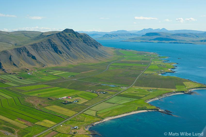 Fremst Úlfarsá, Kjaranstaðir og Heynes, enn í bakgrunni nær Akrafjall: Vestri-Reynir og Eystri-Reynir séð til norðausturs, Akrafjall, Hvalfjarðarsveit áður Innri-Akraneshreppur /  In foreground: Ulfarsa, Kjaranstadir and Heynes. In the background at the roots of mount Akrafjall:  Vestri-Reynir and Eystri-Reynir viewing northeast into Hvalfjordur. Hvalfjardarsveit former Innri-Akraneshreppur.