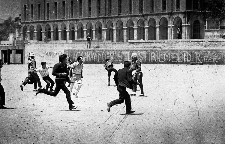 Manifestations &eacute;tudiantes, Istanbul, 1968.<br /> -----<br /> Student demonstrations, Istanbul, 1968.