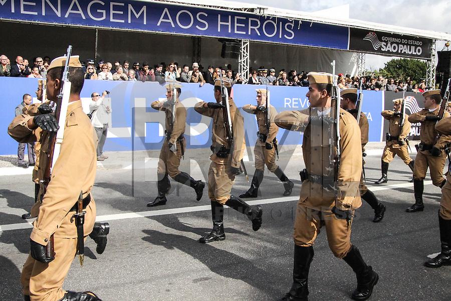 SÃO PAULO, SP, 09.07.2015 – DESFILE-SP - Desfile do 83º aniversário do Movimento Constitucionalista de 1932, no Parque do Ibirapuera, na região sul de São Paulo nesta quinta-feira, 09. (Foto: Marcos Moraes / Brazil Photo Press)