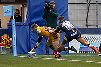 25th January 2020; Sixways Stadium, Worcester, Worcestershire, England; Premiership Rugby, Worcester Warriors versus Wasps; Jimmy Gopperth of Wasps scores the first try in the 20th minute for a 5-3 lead