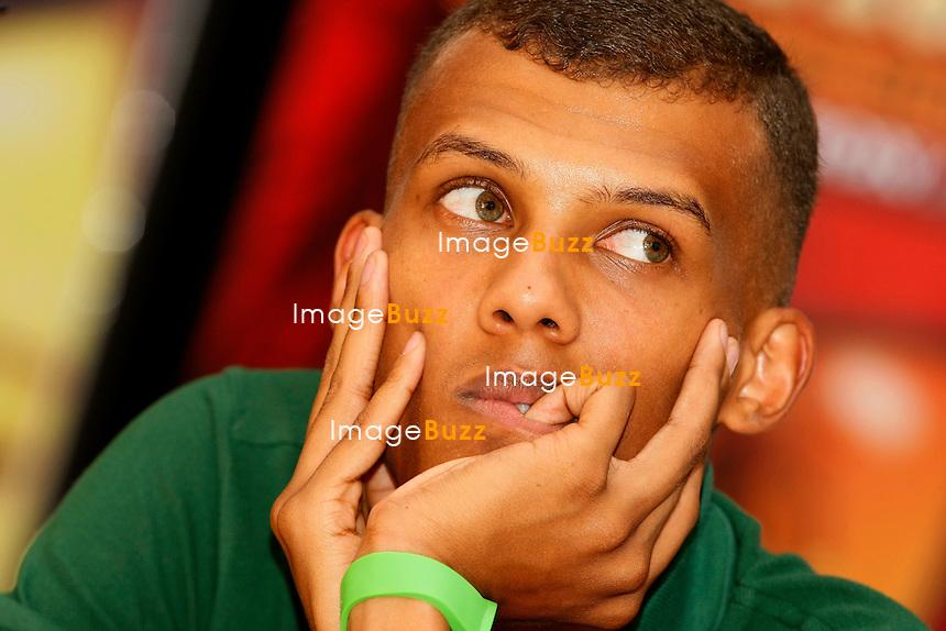 LE CHANTEUR BELGE STROMAE, DONNAIT UNE CONFERENCE LORS DE SON CONCERT, AU BRUSSELS SUMMER FESTIVAL., OU IL A RENDU UN HOMMAGE AUX FAMILLES DES VICTIMES DU FESTIVAL  PUKKELPOP..BRUXELLES, 21/08/11.Pic : Stromae..