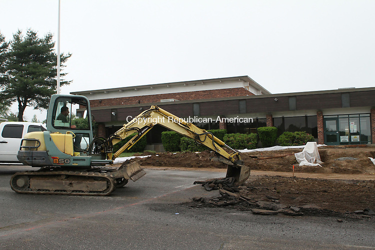 WATERTOWN, CT June 13 2014-061314LW05 - Workers from Carlin Construction work outside the 64,000-square-foot medical marijuana growing facility on Echo Lake Road in Watertown.<br /> Laraine Weschler Republican-American