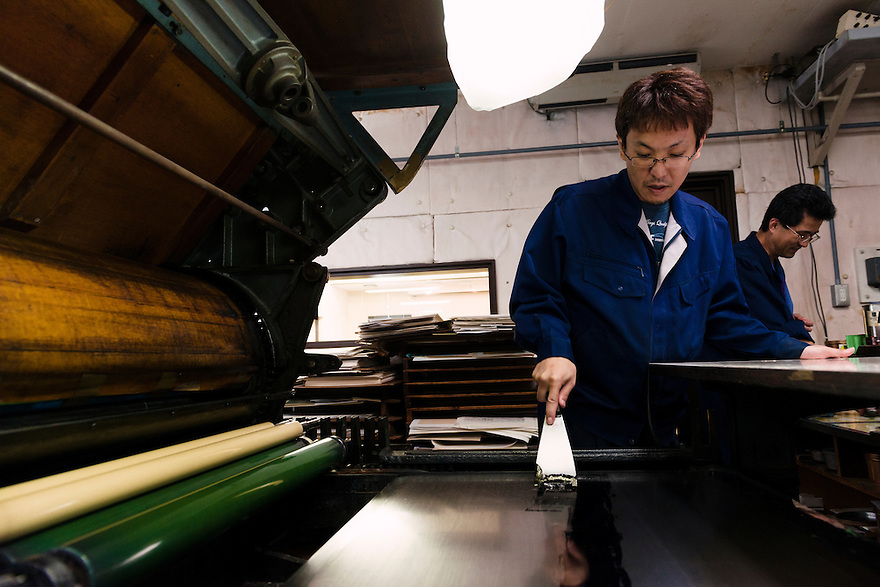 Printer Masaaki Ishibe applying ink to a collotype printing press. Benrido collotype atelier, Kyoto, Japan, October 9, 2015. The Benrido collotype atelier in Kyoto was founded in 1887 and is the only full-scale commercial collotype atelier in the world. Collotype is a historic photographic printing process that makes use of plates coated in gelatine. It produces prints of unrivalled quality.