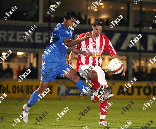 2008-09-20 / Voetbal / Hoogstraten VV - HVV Turnhout / Duel tussen Alexandra Rinaldi Da Silva van Turnhout (l) en Rory Hegelmeersch van Hoogstraten..Foto: Maarten Straetemans (SMB)
