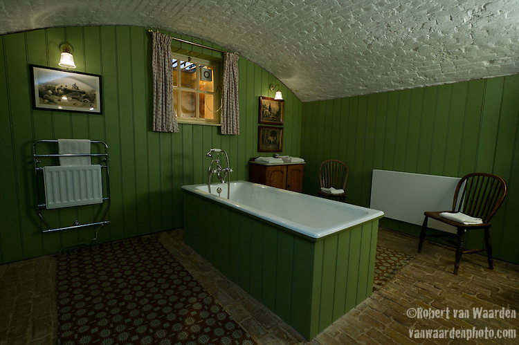 The bathroom in Queen Anne's Summerhouse