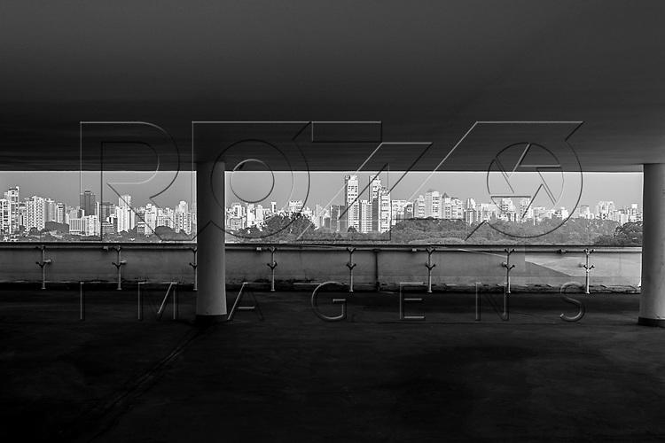 Cidade vista do terraço MAC USP - Museu de Arte Contemporânea da Universidade de São Paulo, São Paulo - SP, 06/2016.
